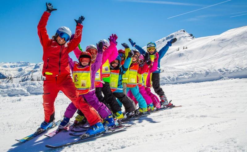 катание на лыжах группой
