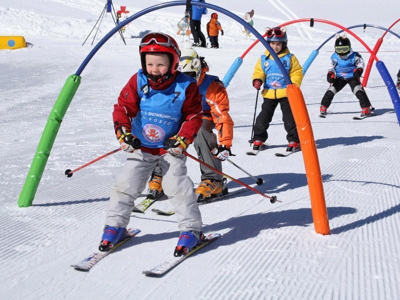 каким спортом заняться ребенку зимой